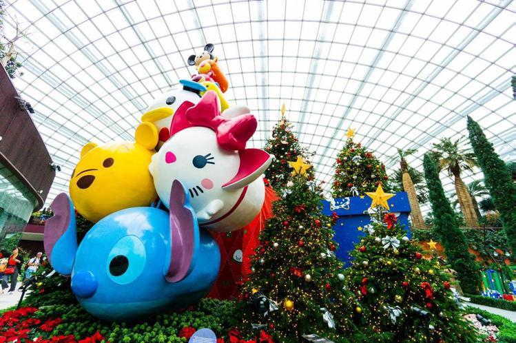 迪士尼Tsum Tsum讓妝點於濱海灣花園所舉行的聖誕花卉展。圖/新加坡旅遊局提...