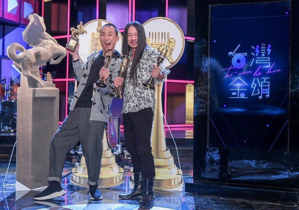 浩子(左)跟乱彈阿翔一起搭檔新節目,浩子的熱情引爆了阿翔的悶燒個性。圖/公視提供