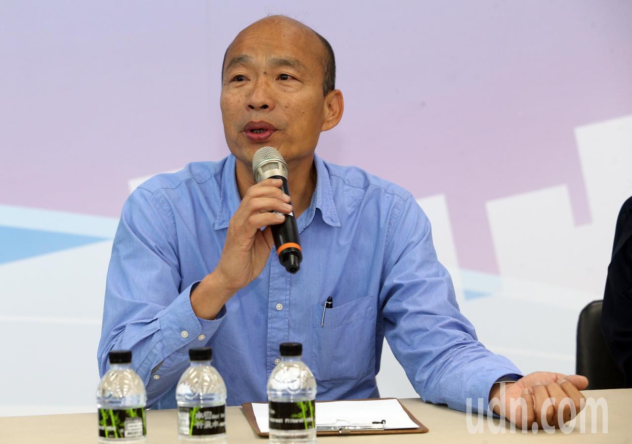 韓國瑜今天下午舉行記者會說明小內閣進度,也希望將就職典禮辦在愛河旁讓全民參與。記...