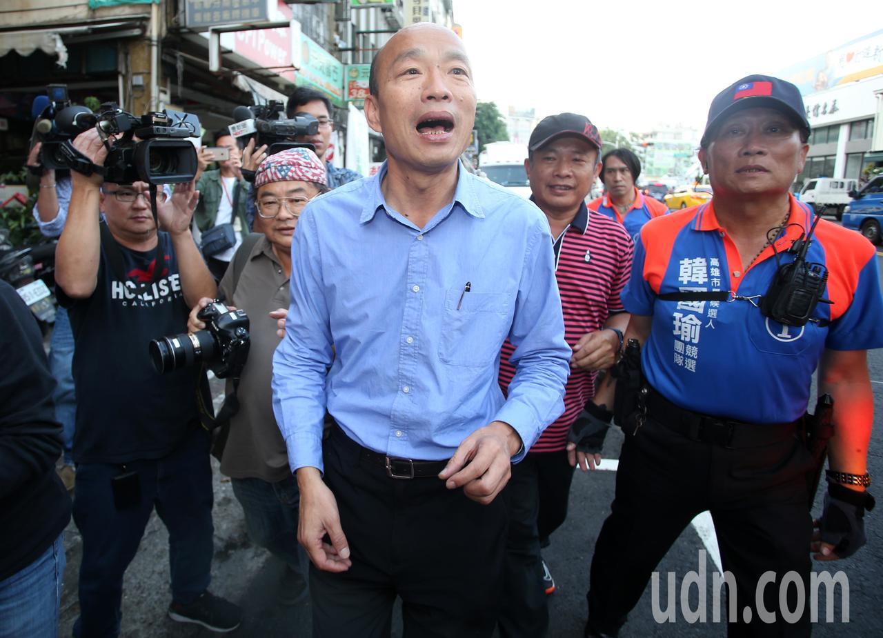 韓國瑜(中)今天下午舉行記者會說明小內閣進度,也希望將就職典禮辦在愛河旁讓全民參...