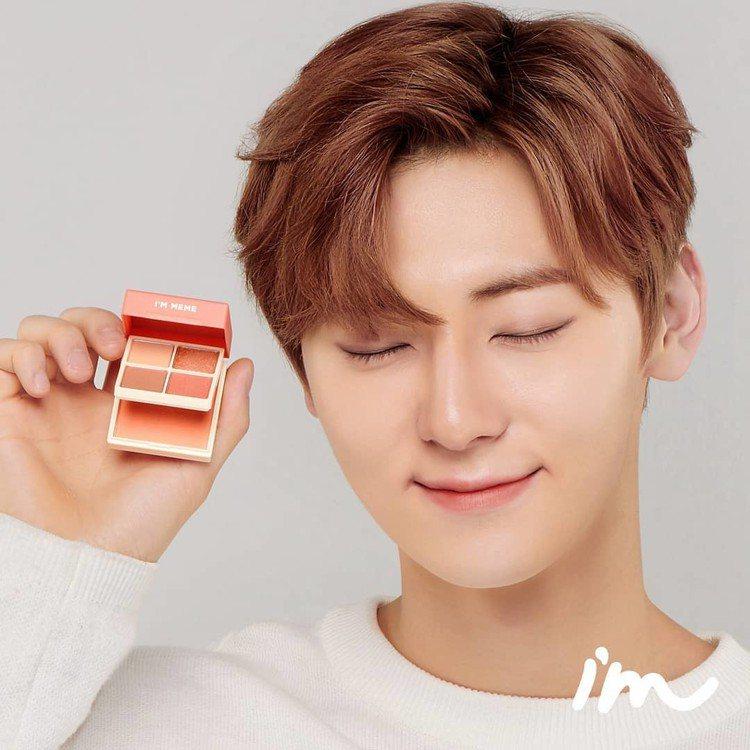 Wanna One黃旼炫代言的I'M MEME我愛睡過頭魔術彩妝盒登台開賣。圖/...