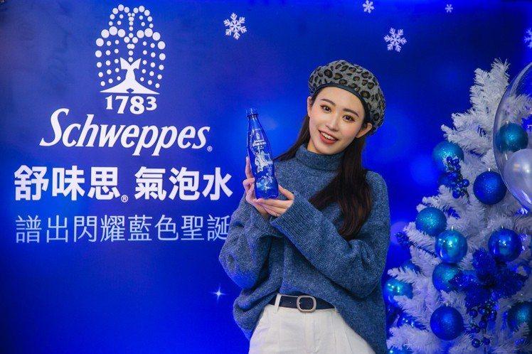 舒味思氣泡水12/5起於超商、量販通路推出限定版冬季聖誕英倫瓶。圖/太古可口可樂...