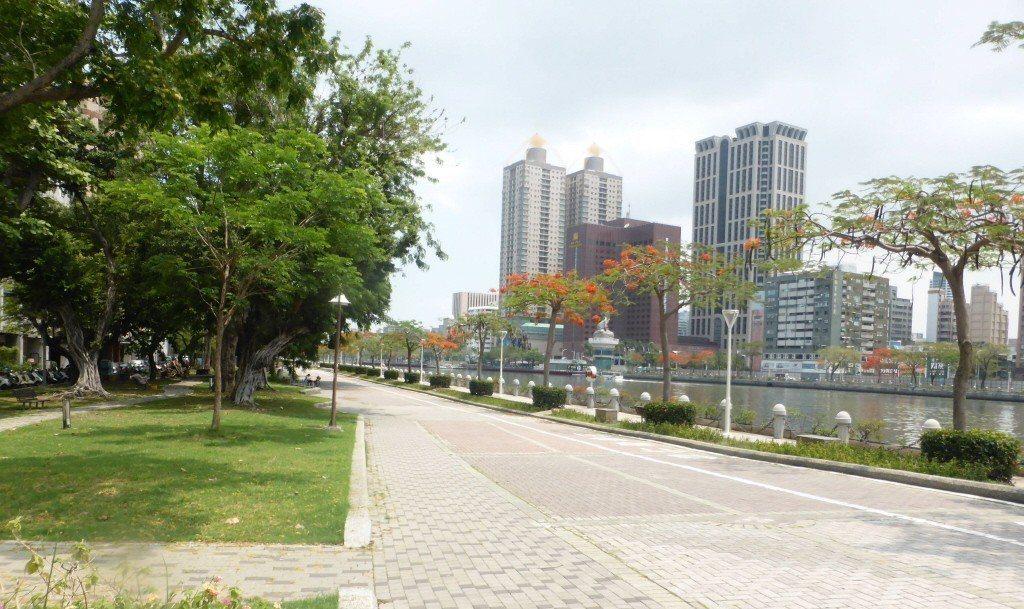 準高雄市長韓國瑜點子多,競選期間提出在愛河建愛情摩天輪,成為話題。 圖/聯合報系...