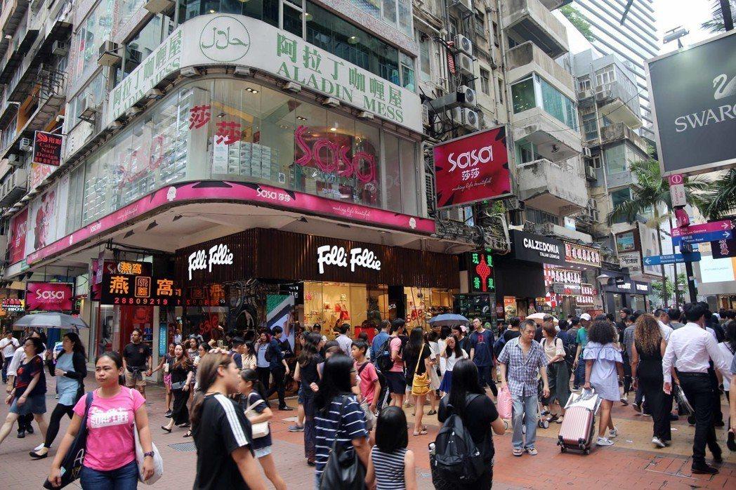 商仲調查指出,今年全球最貴商業街為香港銅鑼灣,平均租金達台幣每坪每月24萬元。圖...