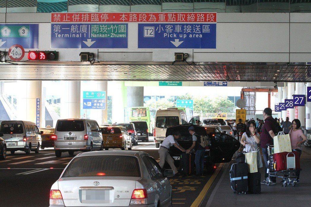 機場接送是最多人使用的信用卡優惠,但恐怕門檻會更高。 聯合報系資料照片/記者陳嘉...