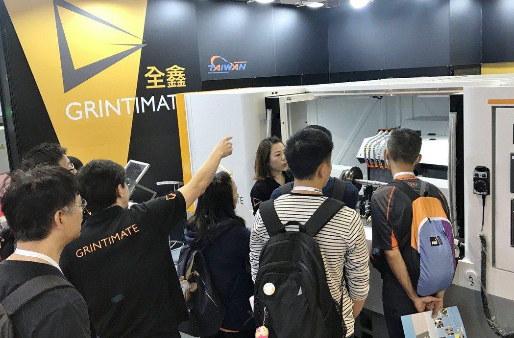 全鑫精密於日本Jimtof展覽中,寬砂輪一次研磨技術,吸引業界先進與買家詢問。 ...
