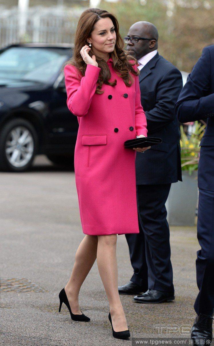Mulberry 這件甜美優雅的桃紅色大衣曝光過3次以上。圖/達志影像