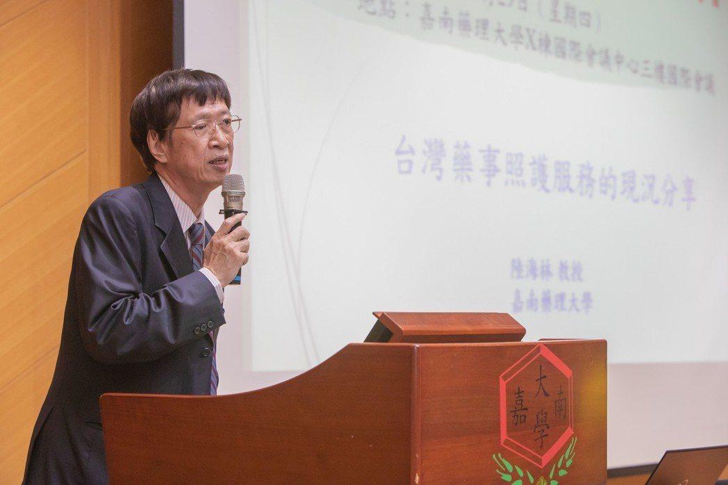 嘉藥陸海林教授會中分享台灣藥事照護服務現況。 嘉藥/提供