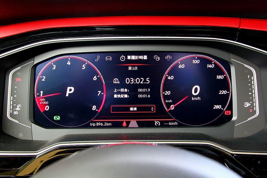 標配10.25吋全數位儀表,並可依照喜好調整中央螢幕、雙圓內的顯示資訊,打造不同...