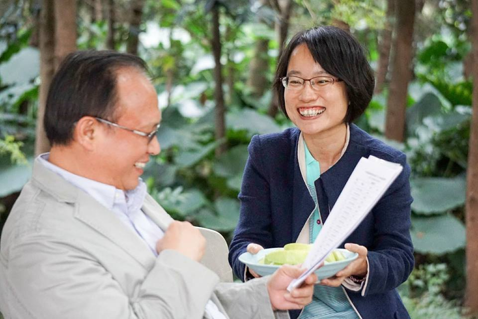 農委會主委林聰賢(左)與吳音寧(右)。 圖/取自林聰賢臉書