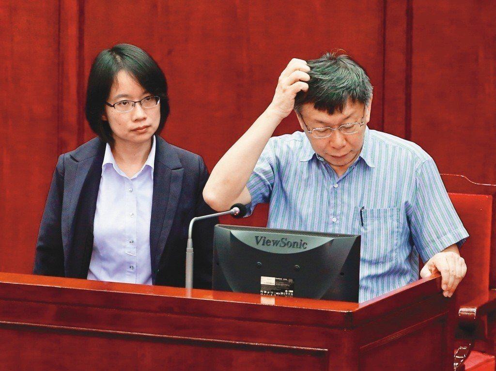 台北市長柯文哲(右)5月受訪說,吳音寧其實沒有問題,只是經驗太嫩。 圖/聯合報系...