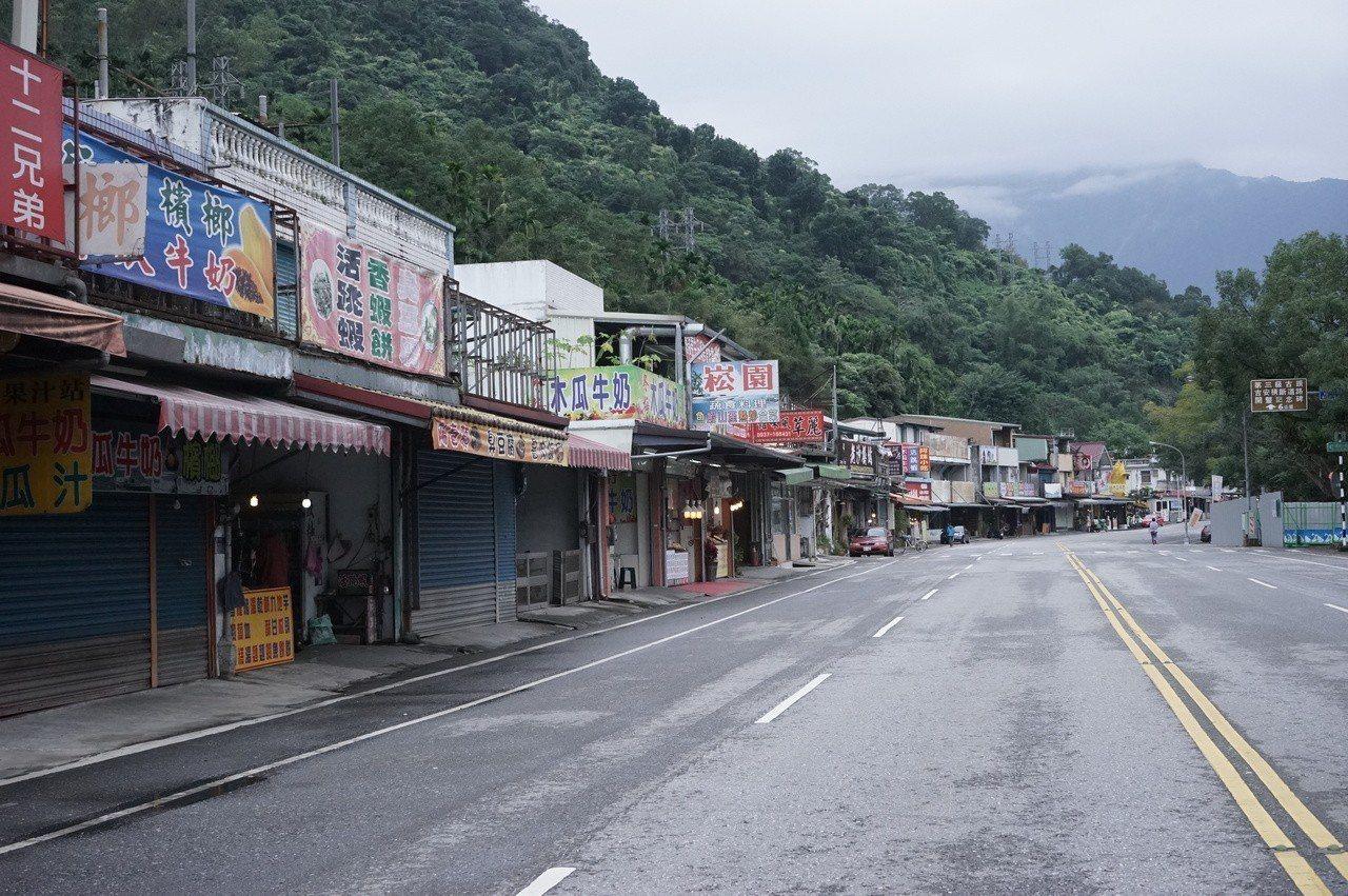 花蓮鯉魚潭風景區打造智慧街區,即起舉辦摸彩活動,加強行銷。記者王燕華/攝影