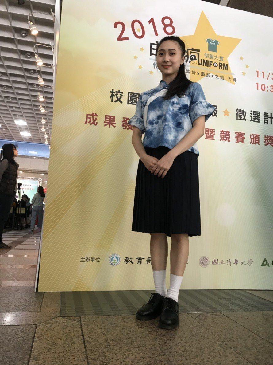 獲得佳作的得獎作品「藍衣裳」,以新竹二重國中為發想所設計。記者馮靖惠/攝影