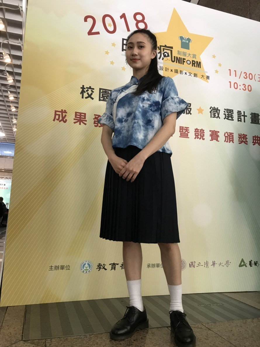 獲得佳作的得獎作品「藍衣裳」,以新竹二重國中為發想所設計。。記者馮靖惠/攝影