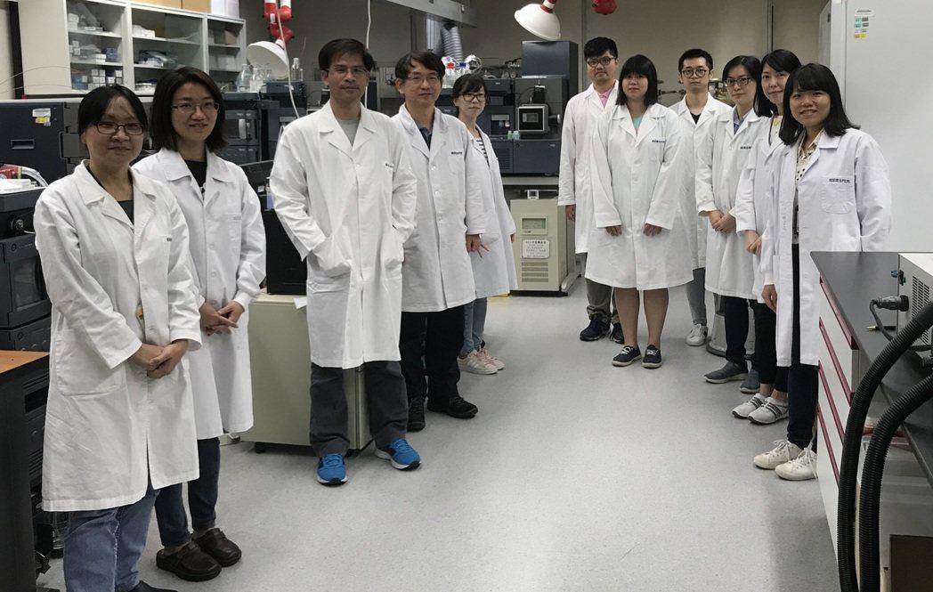 國衛院細胞及系統醫學研究所副研究員郭呈欽研究團隊。圖/國衛院提供
