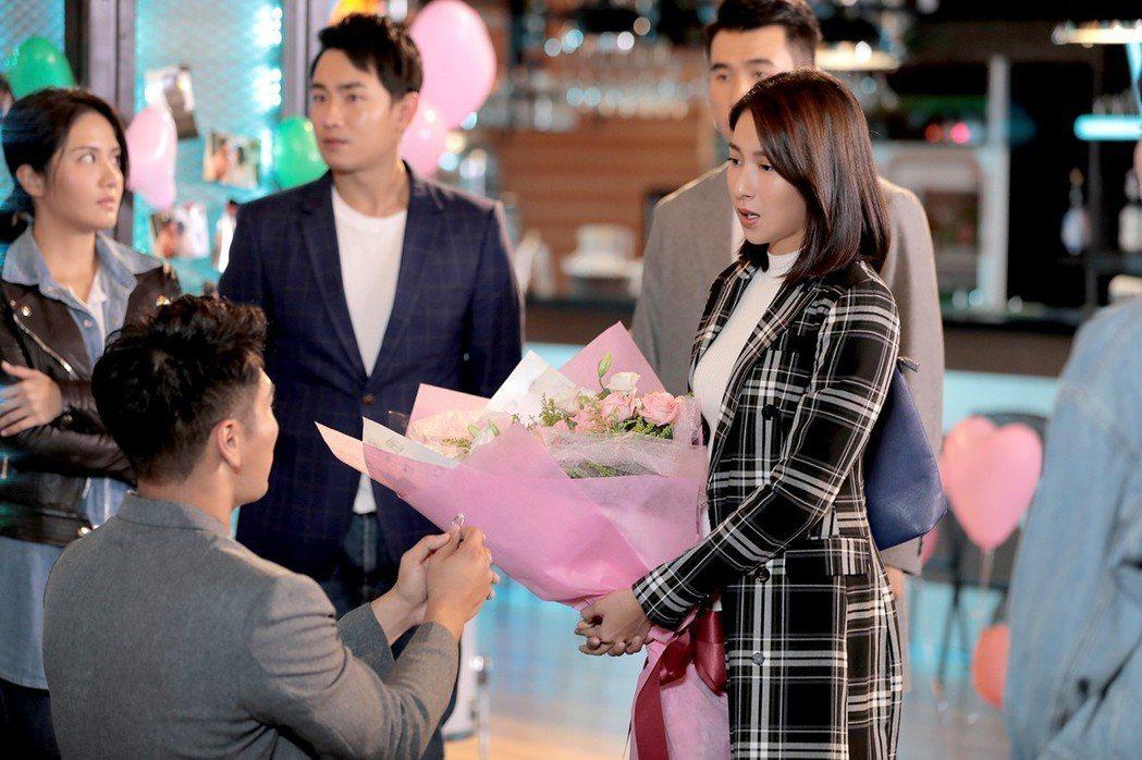 「女力報到」楊晴、羅平拍攝求婚戲。圖/TVBS提供