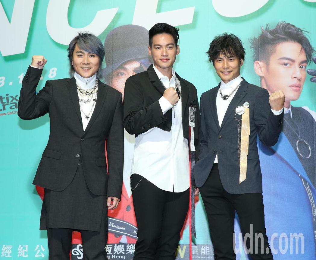 王仁甫(左起)、許孟哲與孫協志下午出席記者會,宣傳明年二月小巨蛋演唱會。記者林澔