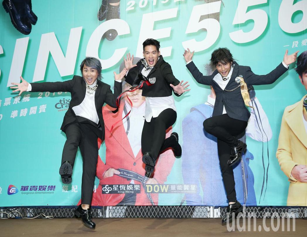 王仁甫(左起)、許孟哲與孫協志下午出席記者會,宣傳明年二月小巨蛋演唱會。記者林澔...