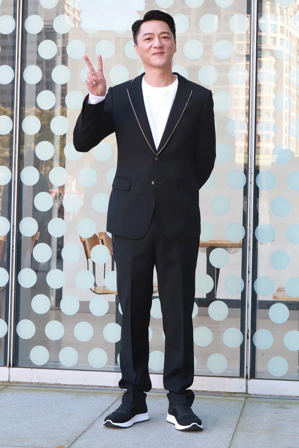 藍葦華在「鏡子森林」中飾演江湖大哥。圖/民視提供