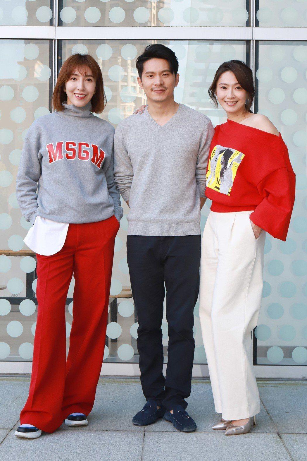 楊謹華(左起)、姚淳耀、侯怡君出席新戲「鏡子森林」開鏡儀式。圖/民視提供