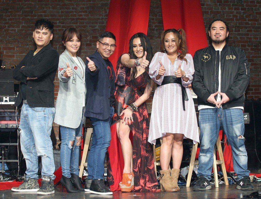 郭子(左三)邀來桑布伊(左起)、戴愛玲、紀曉君、家家、Matzka同台演出。記者
