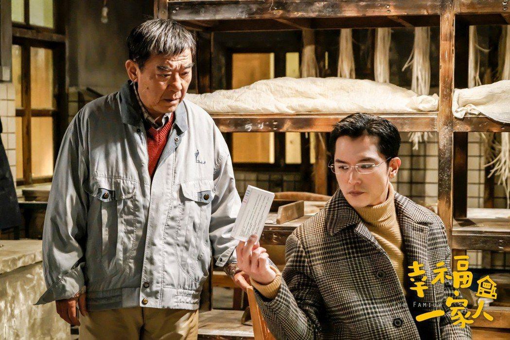 邱澤在「幸福一家人」戲中發現李立群吃止痛藥。父子和解戲超催淚。圖/恩喬依影視提供