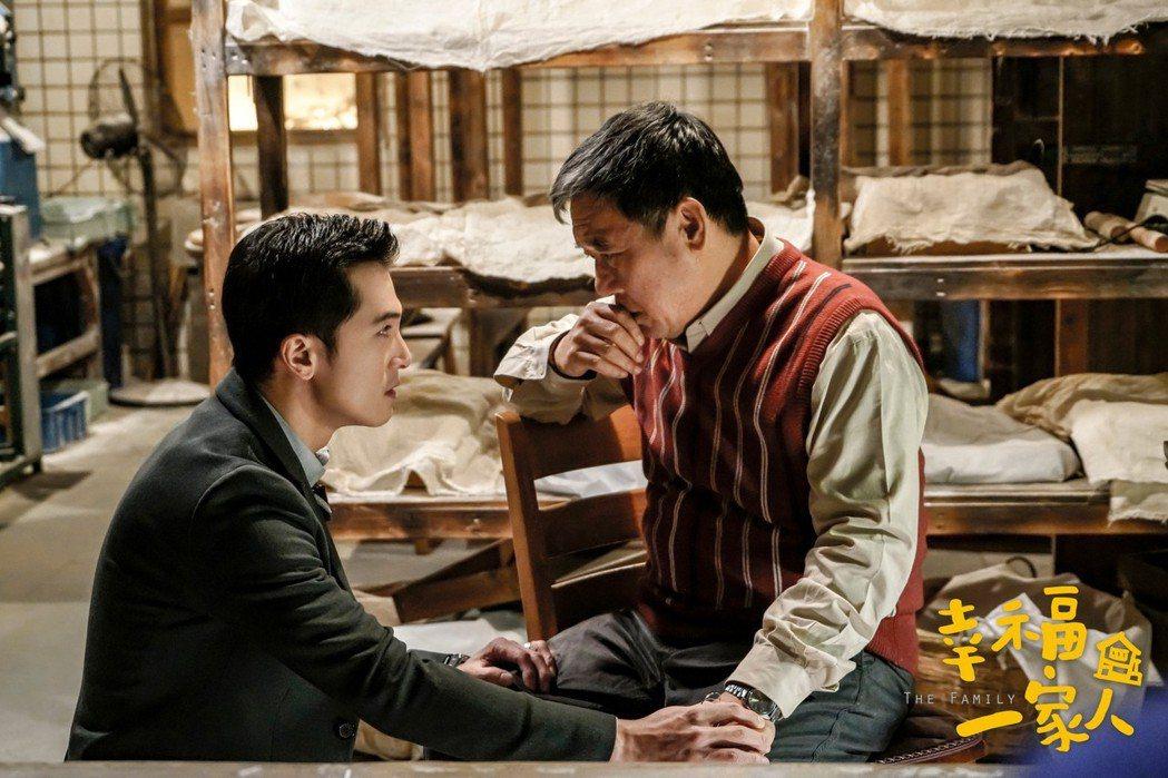 李立群(右)、邱澤在「幸福一家人」戲中父子和解戲超催淚。圖/恩喬依影視提供