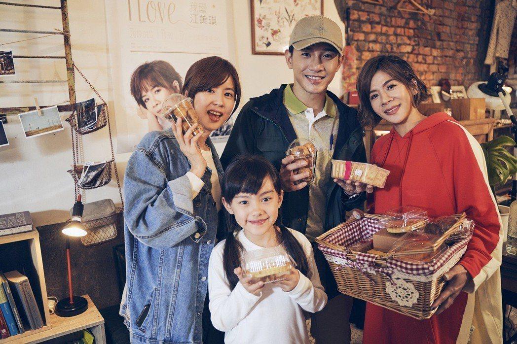 江美琪(右起)探班拍攝MV的張立昂、陳汎柔和林予晞。圖/索尼提供