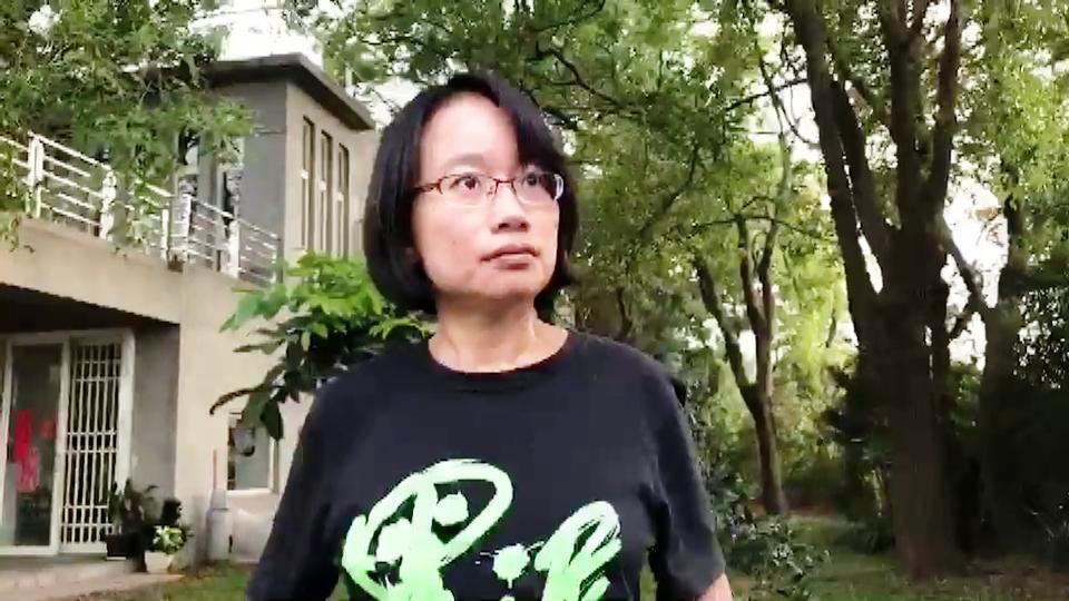 吳音寧褪下北農總經理的頭銜,回家彰化縣溪老家恢復女作家身分。記者何烱榮/攝影