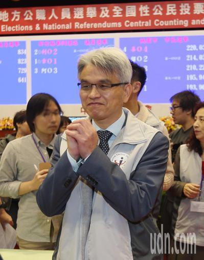 宣布請辭的中央選舉委員會主委陳英鈐。記者杜建重/攝影