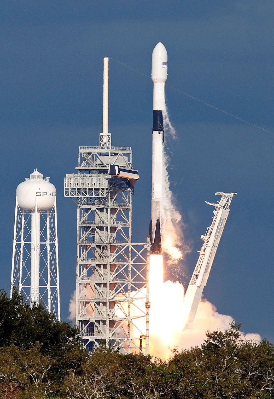 2018年11月15日,卡達的通訊衛星在美國發射升空。 (路透)