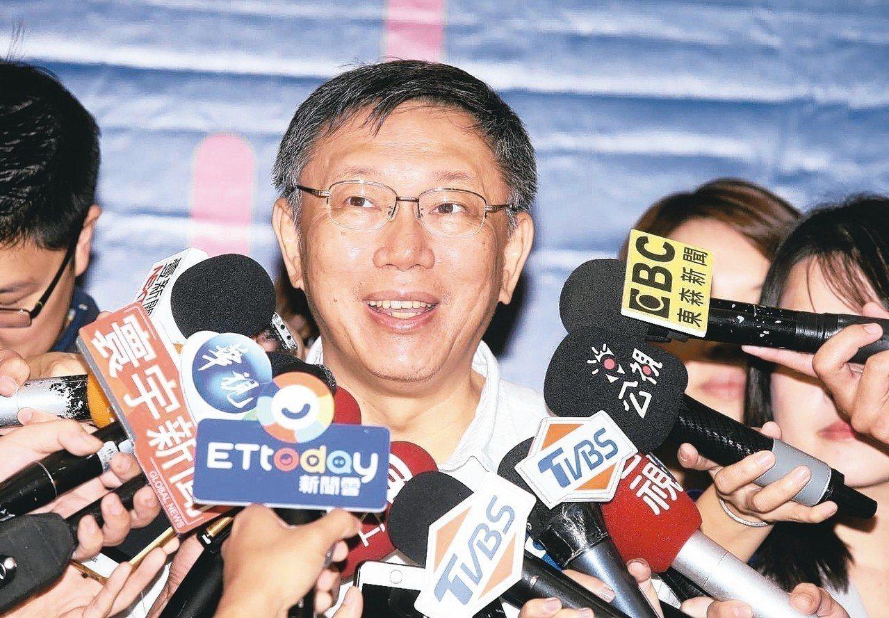 台北市長柯文哲上午出席「One More Chance中高齡」就業博覽會活動並接...