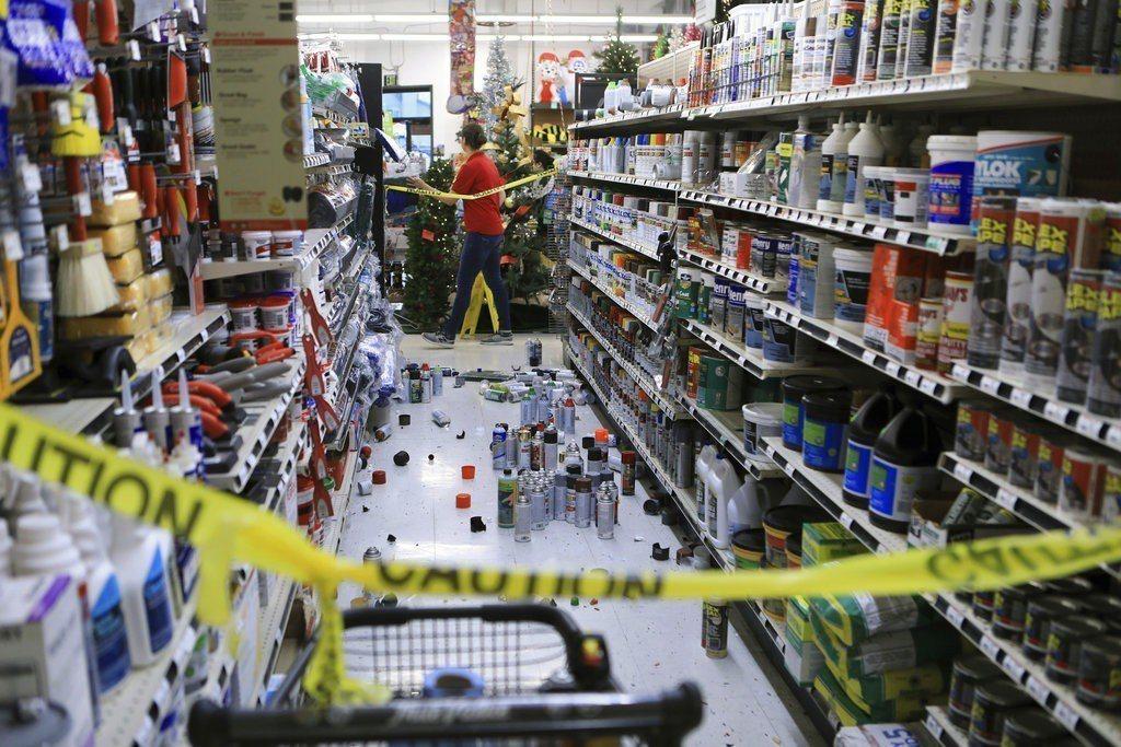 安克拉治警政部門表示,強震對該市基礎設施造成重大破壞,多棟民宅和建築物受損。美聯...