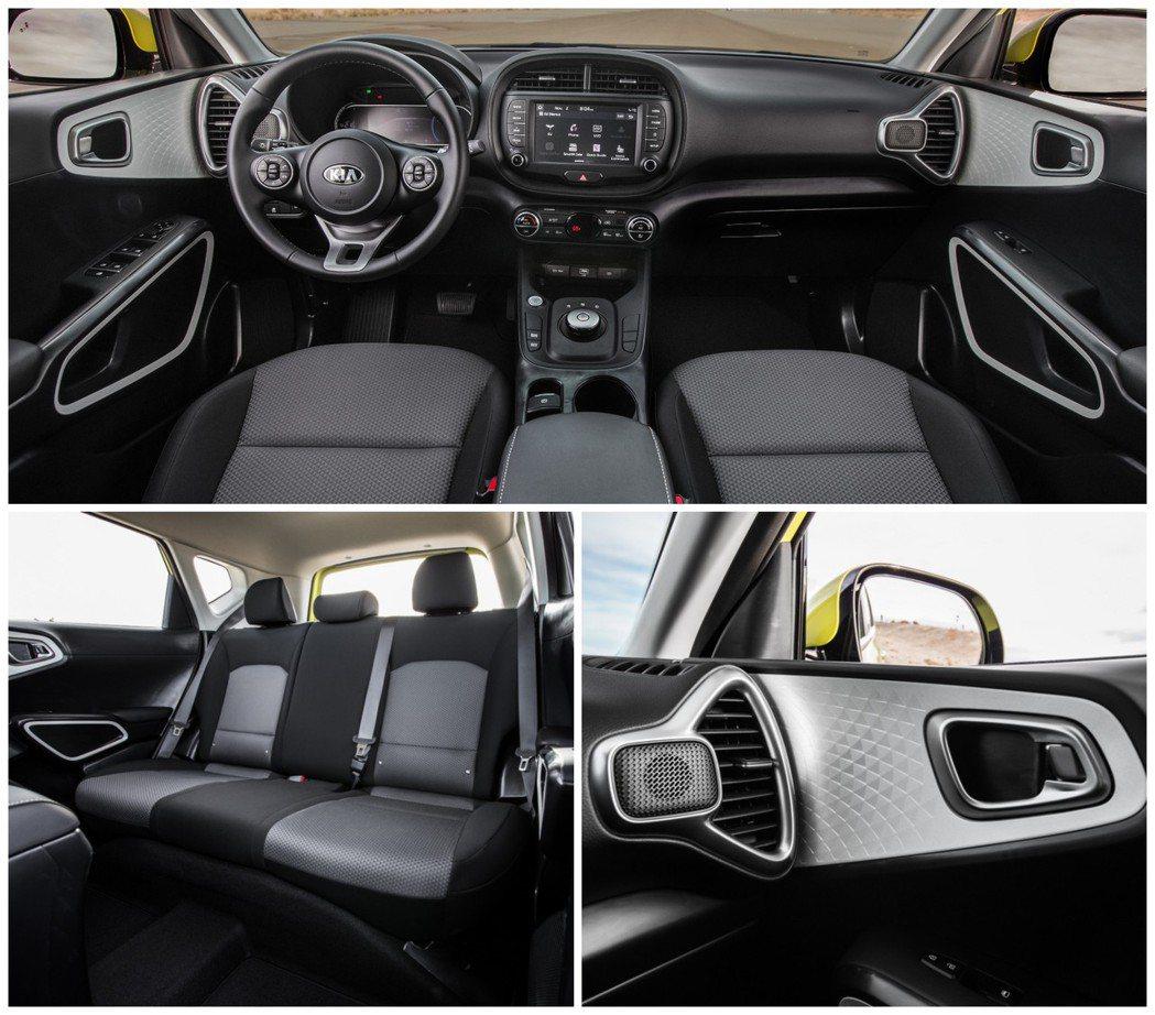 全新Kia Soul EV內裝格局基本上與標準版一致,但以線控旋鈕式排檔取代傳統...
