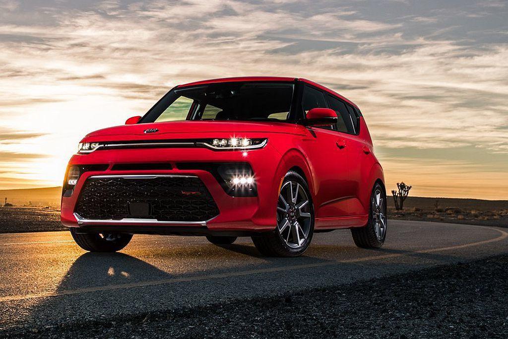 全新第三代Soul都會小車,導入高科技頭燈技術後使車頭樣貌更加有形銳利。 圖/Kia提供