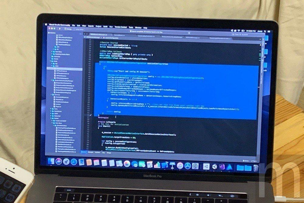 ARKit僅需簡短幾行編碼即可與開發者自行撰寫內容串接