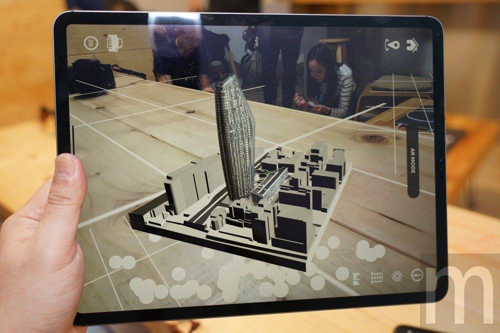 在iPad更大螢幕上使用擴增實境內容,將有更豐富的互動體驗,同時也能更容易產生沉...