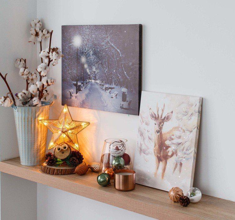 雪景裝飾畫51x41cm,建議售價1,490元;雪鹿裝飾畫31x41cm,建議售...