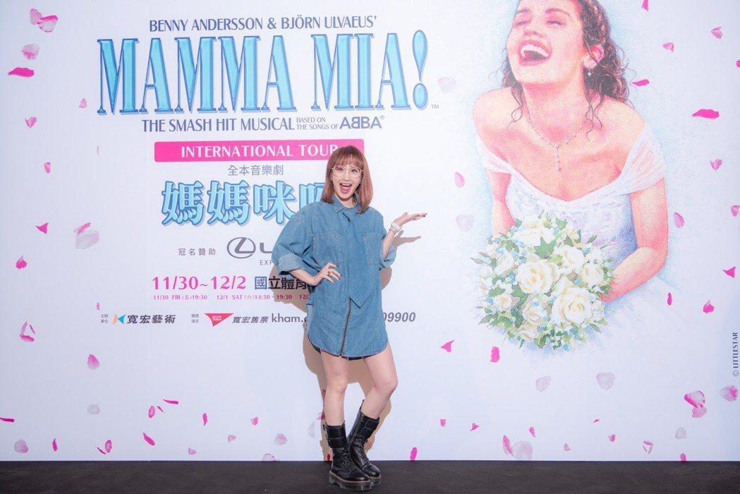 朱俐靜觀賞「媽媽咪呀!」。圖/寬宏藝術提供