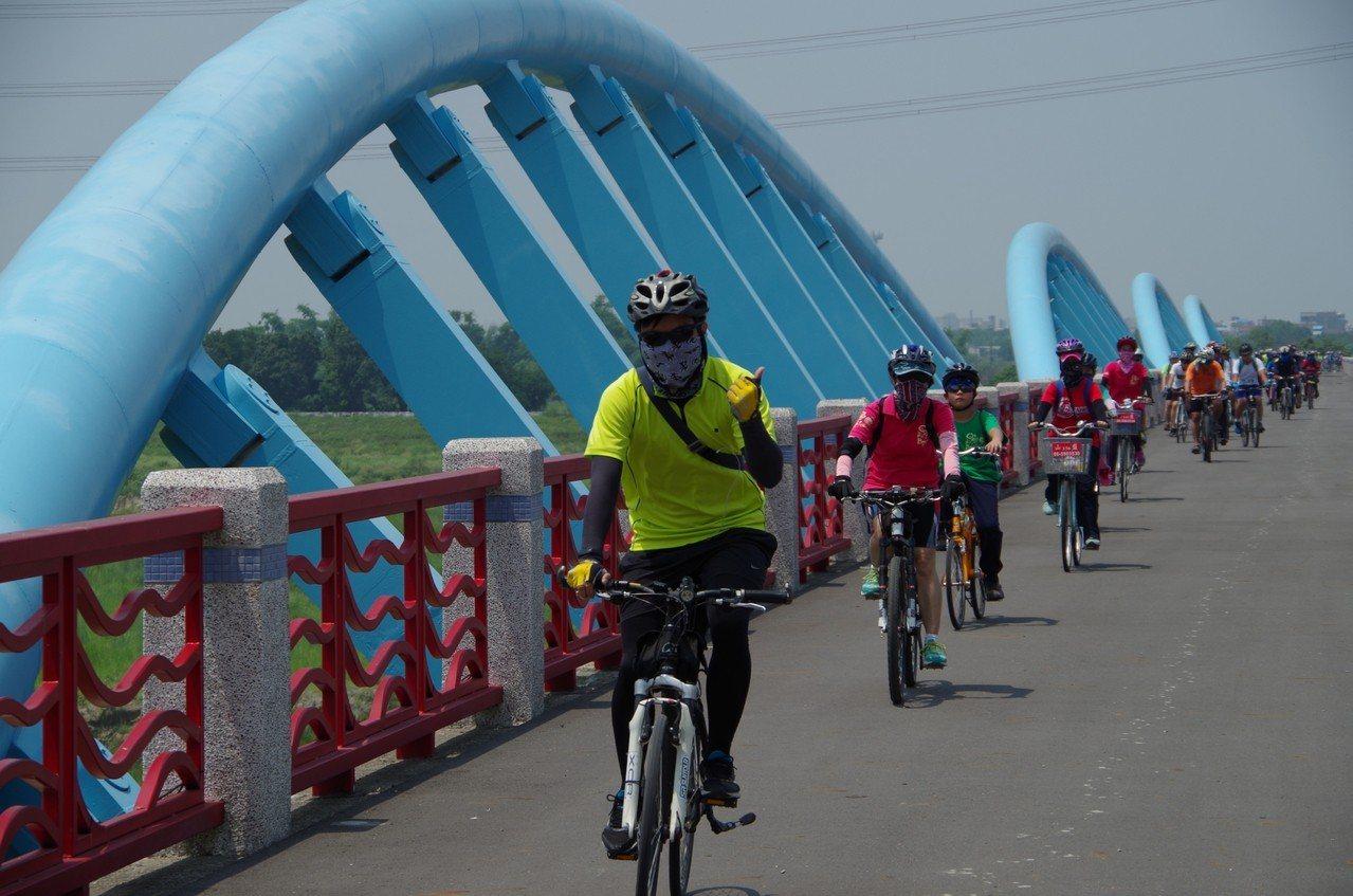 台南水利局打造水岸輕騎,完成山水圳及雙博兩條自行車道。圖/水利局提供