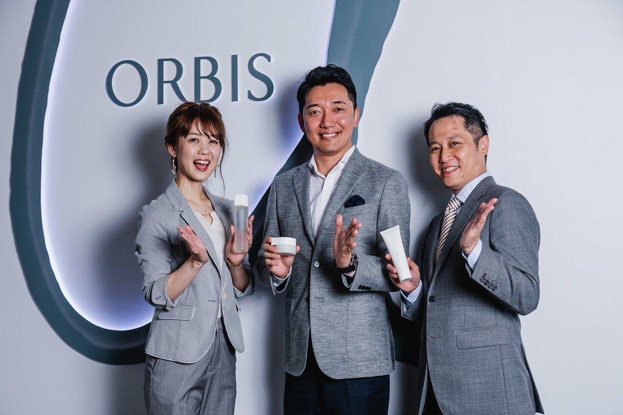 日本ORBIS總社社長小林琢磨(中)、台灣ORBIS總經理吳原誠治(右一)及日本...