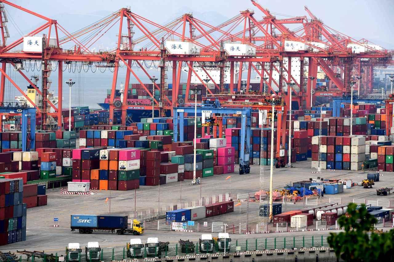 圖為廈門港碼頭巨型吊車在裝卸貨物。 中新社資料照