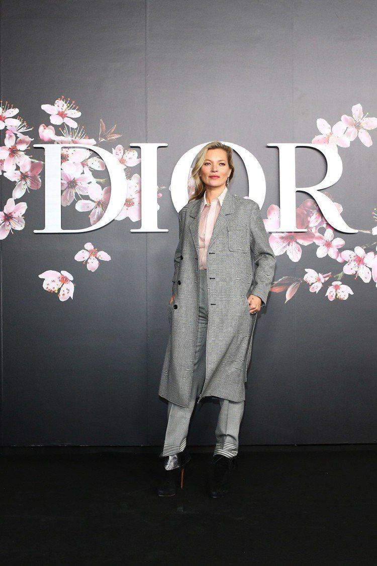 凱特摩絲近期常以帥氣的中性輪廓登場。圖/Dior提供