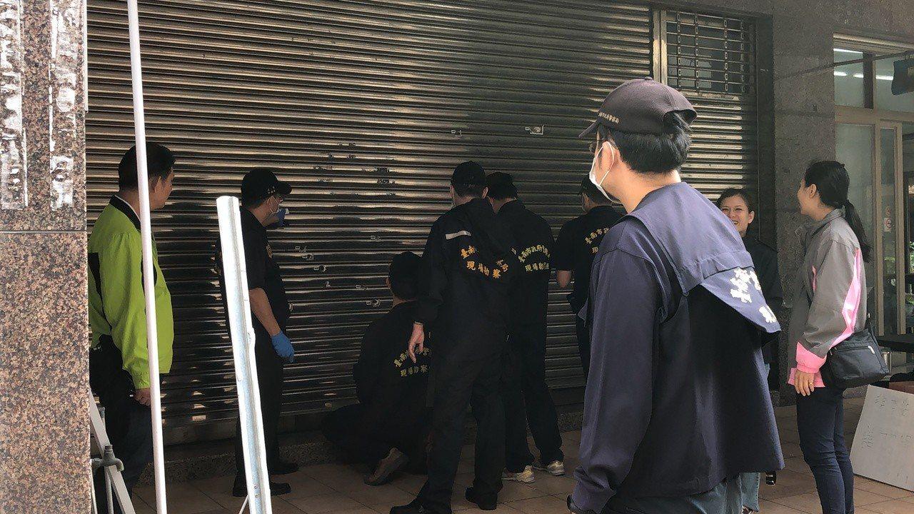 台南市安平區一美甲店前天遭人開13槍,經警方調查,才發現3嫌根本找錯對象,無辜受...