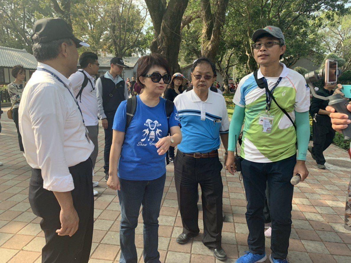 台中市長當選人盧秀燕今天以市民身份參觀台中花博,對於蔡總統支持山手線,盧說,「她...