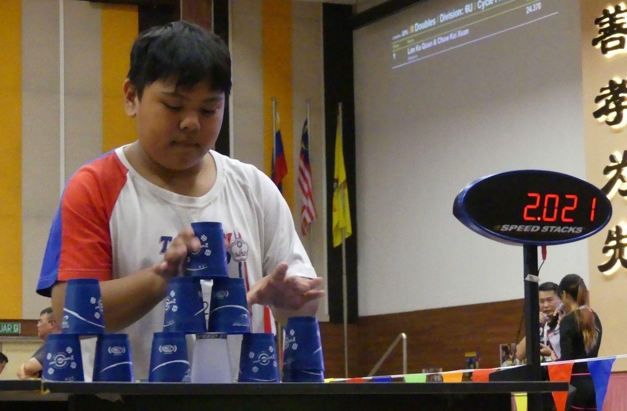 來自屏東縣來義鄉的13歲選手周邱秀雄,目前就讀萬巒國中,此次亞洲盃團體項目晉級決...