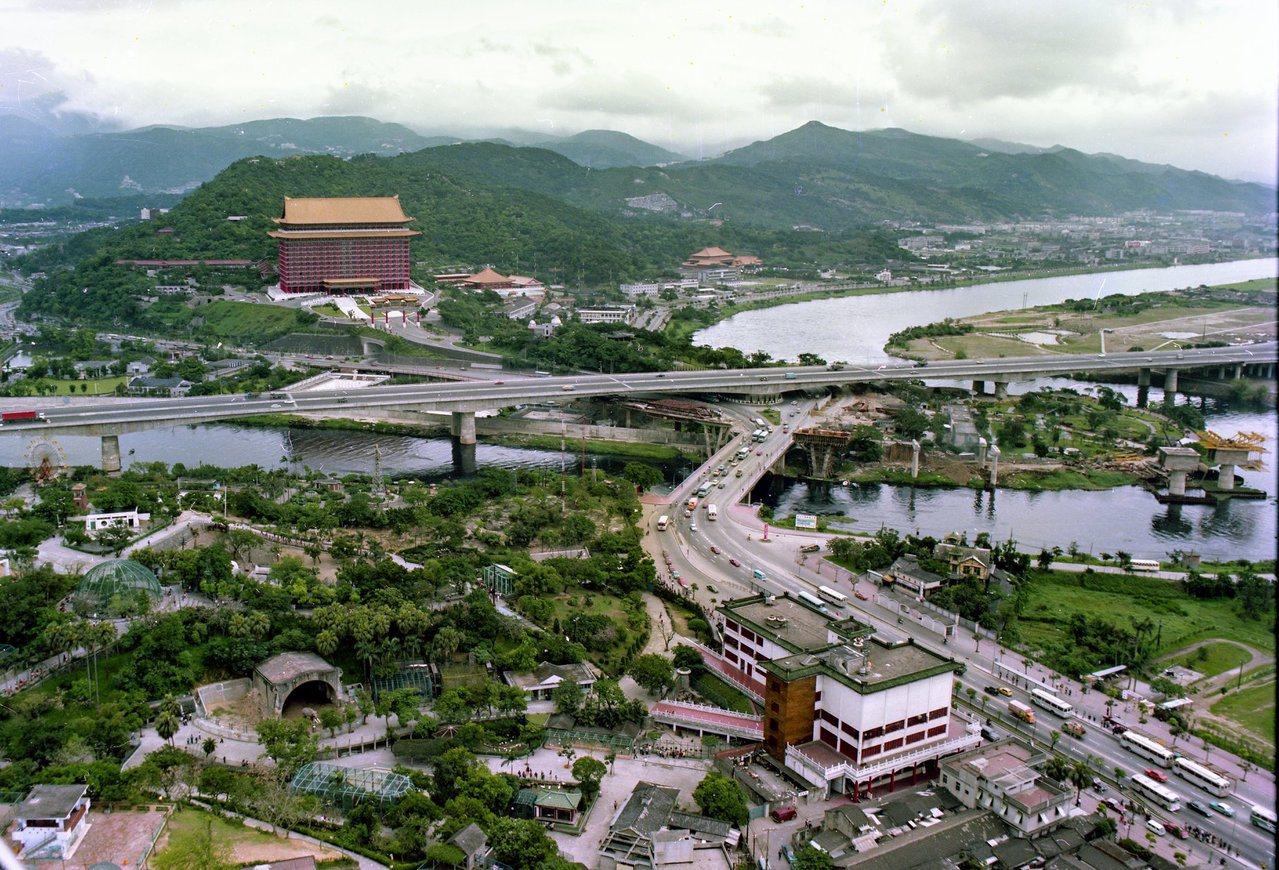 圖為1978年中山高圓山段的高空攝影。圖/台博館提供,余如季攝