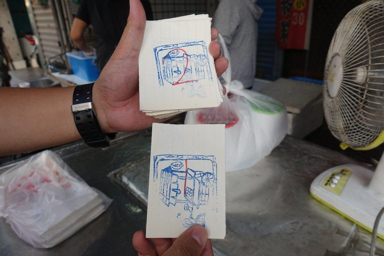 炸炸香雞排店預計下午5點半開始發號碼牌。記者劉星君/攝影
