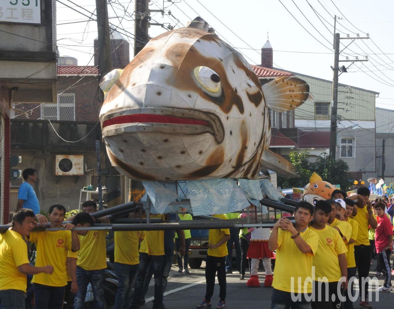 2018永安石斑魚節由熱鬧的踩街嘉年華會揭開序幕。記者王昭月/攝影