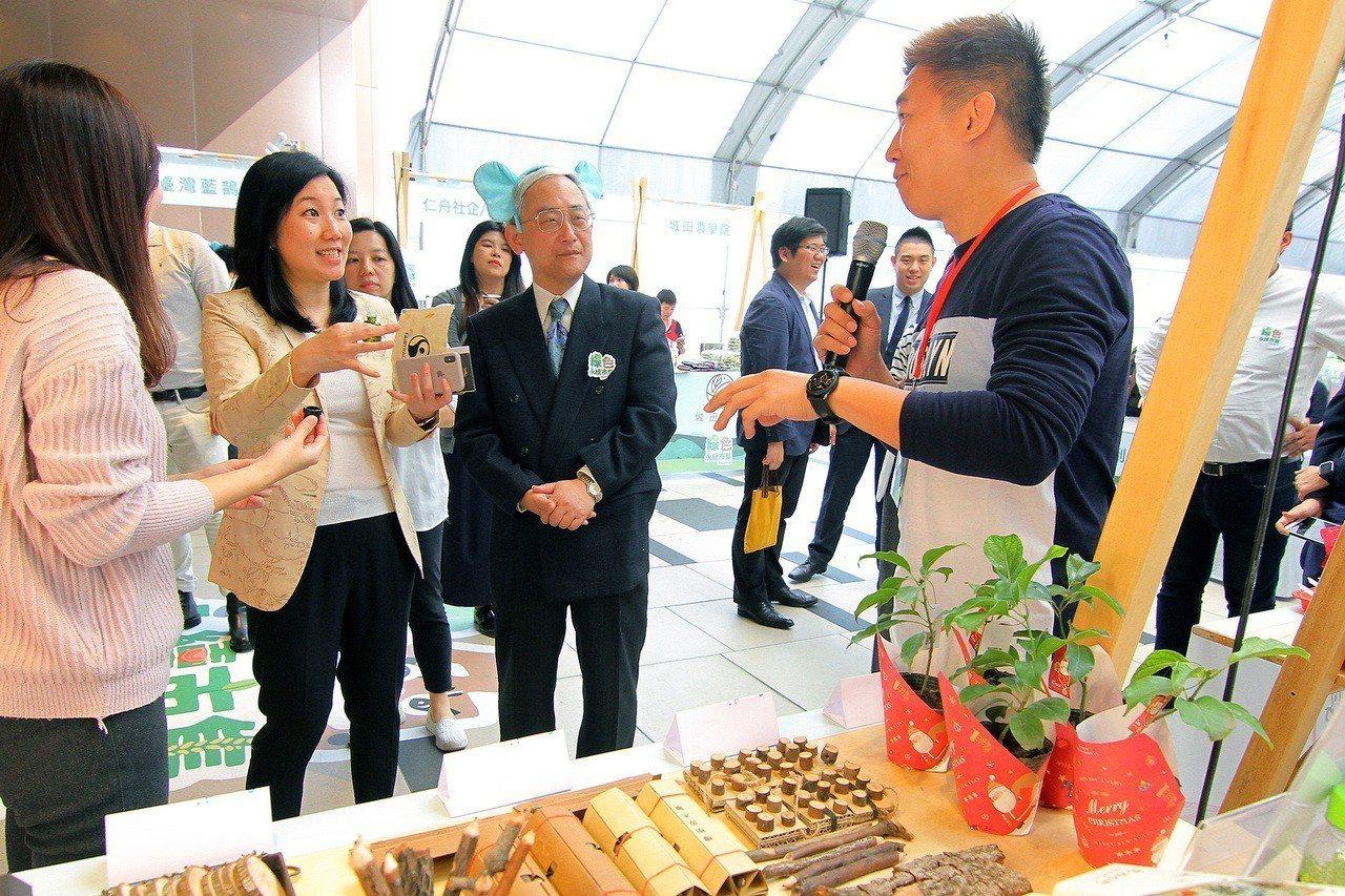 市集匯集了由臺北市政府產業發展局輔導的社會企業共17家社會企業。圖/六福旅遊集團...